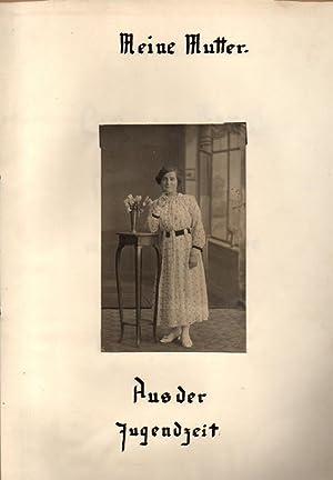 """Schulaufsatz """"Meine Mutter. Aus der Jugendzeit"""", in Mappe mit Fotografie. 17.5.1938"""