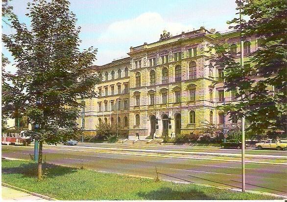 Chemnitz (von 1953-1990 Karl-Marx-Stadt). Ernst-Theodor-Böttcher-Bau der Technischen: Ansichtskarte (PLZ: 09111):