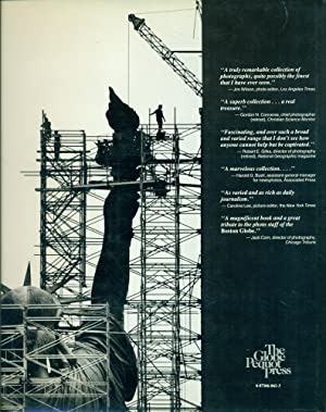 THE EYES OF THE GLOBE : Twenty-Five Years of Photography from The Boston Globe: Grossfeld, Stan (...