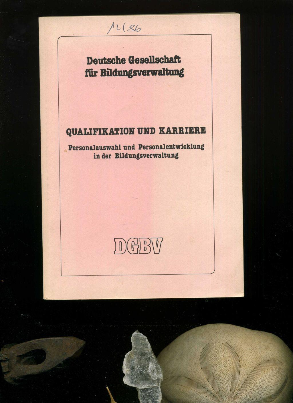 Qualifikation und Karriere. Personalauswahl und Personalentwicklung in der Bildungsverwaltung. In der Reihe: DGBV - Jahrestagungen Band 6. - DGBV