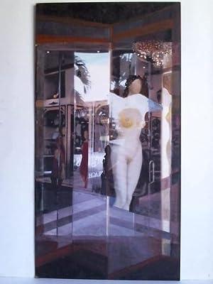 1 Collage: Schaufensteransicht mit Schaufensterpuppe und Passantin - Malerei auf Farbdruck von ...
