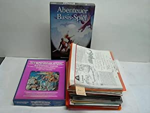 Sammlung von 3 vollen Ordnern, 10 vollen Heftmappen, 10 Heften, 2 Spielkartons: Fantasy-Spiele