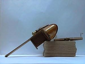 Handmodell, unterwärts mit Handgriff (31cm x 17,5cm). Holz mit Kupferhalterungen: Stereoskop