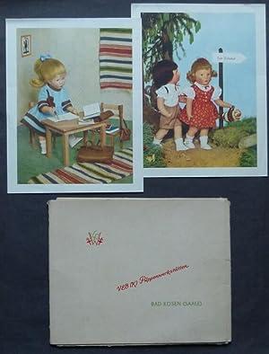 Mappe mit 8 farbigen Darstellungen von Puppen].