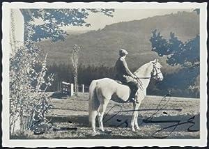 Original-Fotografie. Von Edwin Erich Dwinger auf der Bildseite eigenhändig mit schwarzer Tinte...