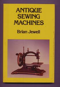 ANTIQUE SEWING MACHINES Brian Jewell [ ] [Couverture rigide] The history of sewing machines, with a comprehensively cross-referenced Directory of Marques, Makers and Manufacturers, listing more than 500 marques and over 430 persons or companies involved in sewing machine development or manufacture. Many illustrations. Small indentation on the front of the dust jacket, otherwise the book appears unread. size: 23 x 15 cms Fine/Very Good+ 159 pages