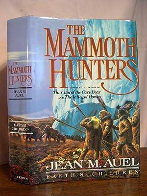 THE MAMMOTH HUNTERS: Auel, Jean M.
