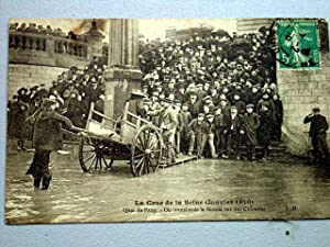 75016 - PARIS - Crue de la Seine (1910) - Quai de Passy - On transborde le monde sur des Charettes ...