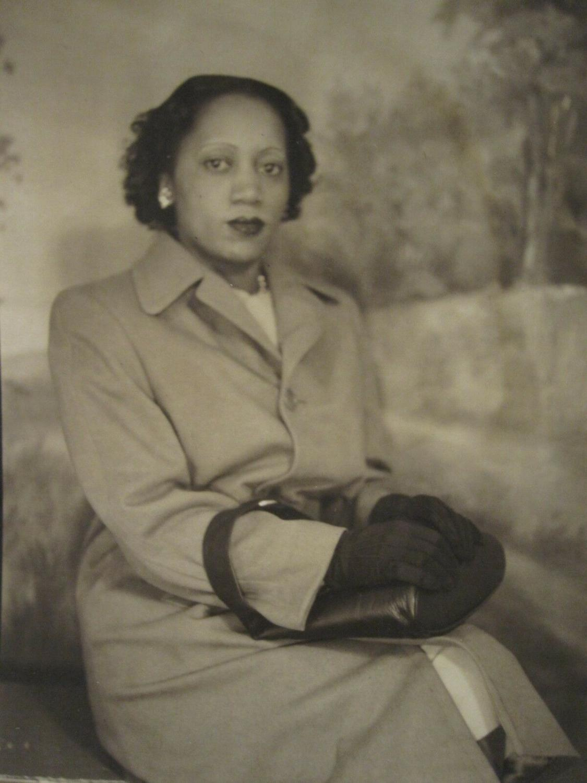 VINTAGE AFRICAN AMERICAN ARTISTIC FASHION LEATHER PURSE STUDIO PORTRAIT PHOTO   [ ] (bi_30219322603) photo