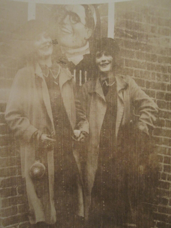 ANTIQUE FLAPPER GIRLS POSTER BOYFRIEND MATCHING SHOES PURSE IMPRESSIONIST PHOTO   [ ] (bi_30219323414) photo