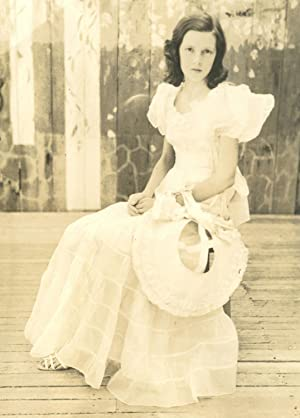 VINTAGE YOUNG BEAUTY QUEEN GIRL MANNERS SOUTHERN SCENE ARTISTIC DANCING PHOTO