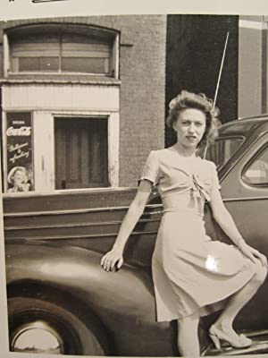 ANTIQUE COCA COLA SIGN WW2 ERA 1944 AMERICAN BLONDE GIRL BEAUTY AUTO SHOT PHOTO