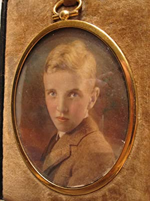 ANTIQUE HANDSOME YOUNG AMERICAN BLONDE BOY BLUE EYES OVAL CASED IMAGE OLD PHOTO