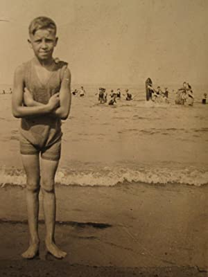 ANTIQUE VINTAGE ARTISTIC BEACH SNAPSHOT SHIVERING BOY GOOSEBUMPS FUN OLD PHOTO