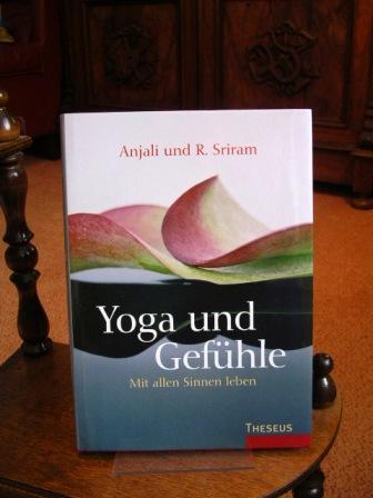 Yoga und Gefühle : mit allen Sinnen leben. - Sriram, Angelika und R. Sriram