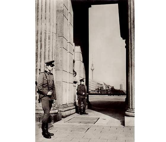 """Konvolut """"Berliner Mauerbau/13. August 1961"""". 6 Titel.: Rühle, Jürgen u."""