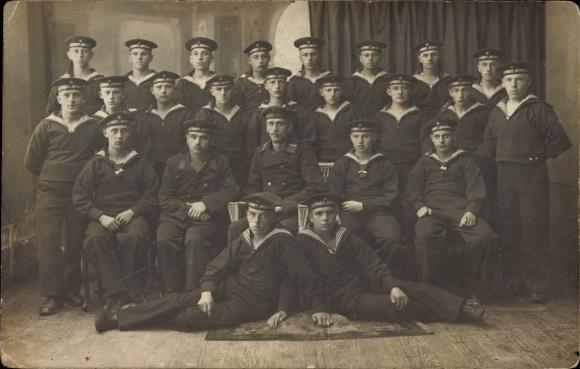 Datierung von Uniformen der Marine Manchester Dating kostenlos