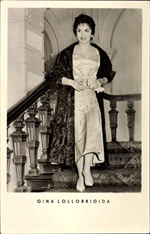 Ansichtskarte / Postkarte Schauspielerin Gina Lollobrigida, Pelzmantel,