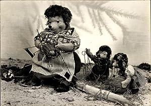 Ansichtskarte / Postkarte Igelfrau beim Stricken, Igelkinder