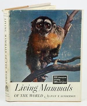 Living mammals of the world.: Sanderson, Ivan T.