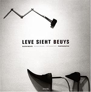 Leve sieht Beuys : Block-Beuys-Fotografien. Manfred Leve. [Übers. ins Engl.: Kate Simmons]