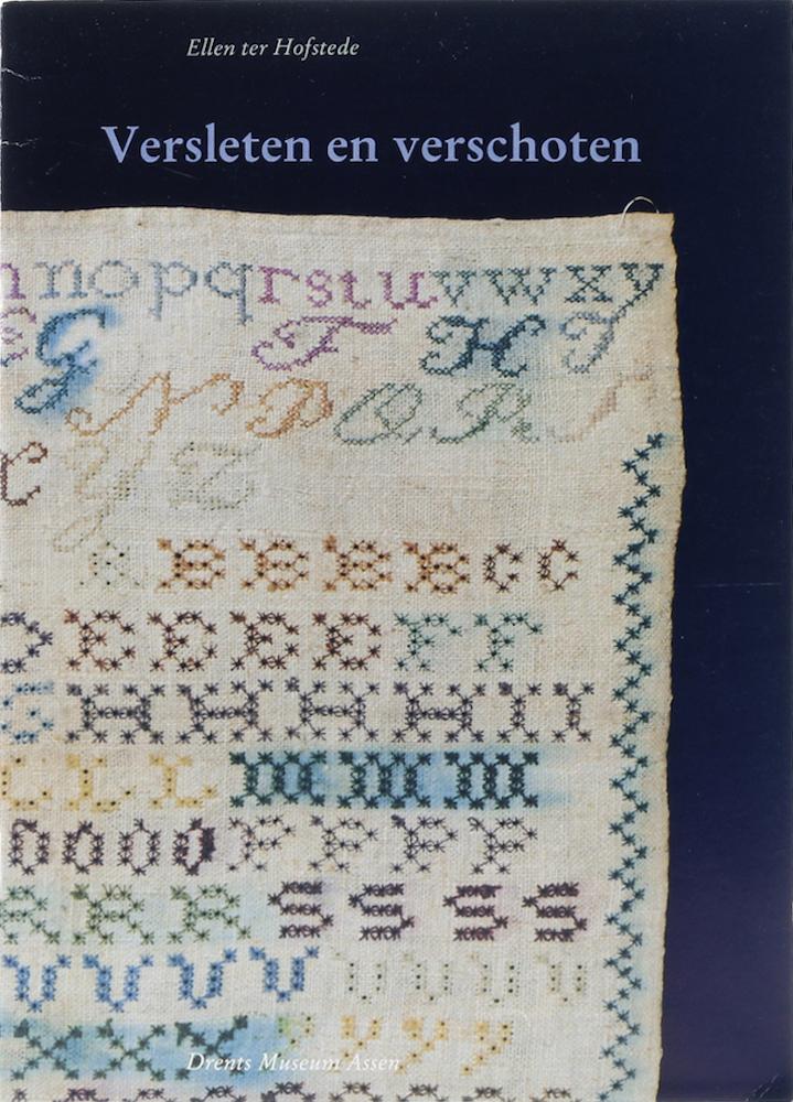 Versleten en verschoten. Tips en adviezen om vroegtijdig verval van historisch textiel en kostuums te voorkomen. 3. Aufl. - Hofstede, Ellen ter.