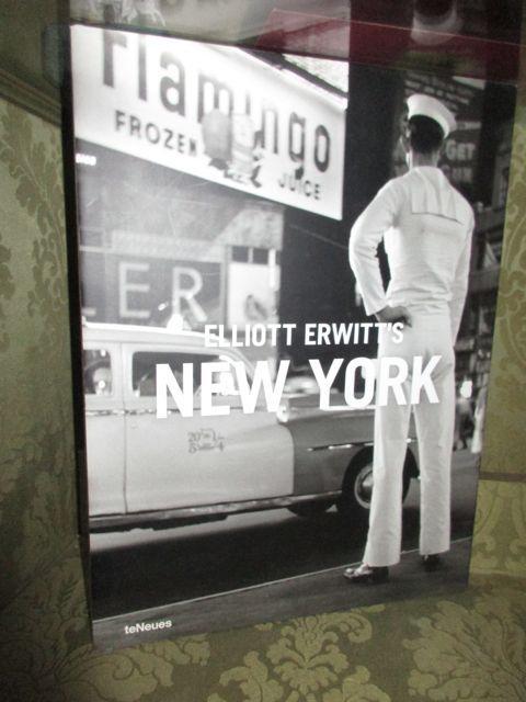 Elliott Erwitt s New York. Foreword by: Erwitt, Elliott.