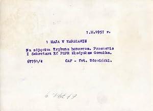 1.V.1957 r. 1 Maja w Warszawie. Na zdjeciu: Trybuna honorowa. Przemawia I Sekretarz KC PZPR ...