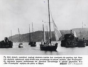 """N z: """"Dar Przemysla"""" wplywa do portu: Stefan Kraszewski"""