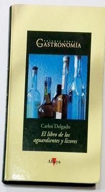 El libro de los aguardientes y licores.: DELGADO, Carlos