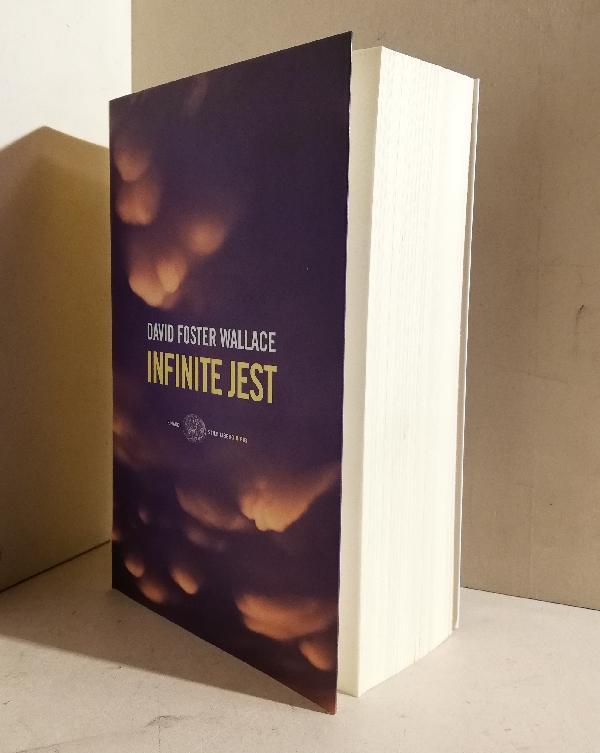 Infinite jest. Traduzione di Edoardo Nesi con la collaborazione di Annalisa Villoresi e Grazia Giua - WALLACE David Foster