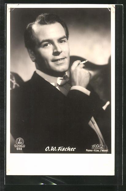 Ansichtskarte Schauspieler O. W. Fischer mit Zigarette