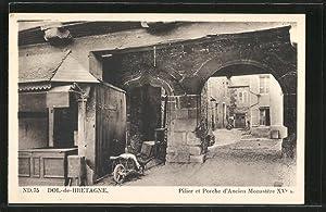 Carte postale Dol-de-Bretagne, Pilier et Porche d'Ancien