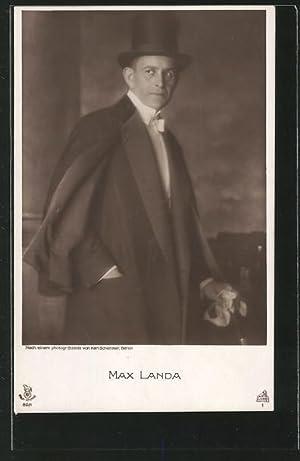 Ansichtskarte Schauspieler Max Landa mit Mantel, Stock