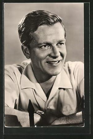 Ansichtskarte Schauspieler Rolf Möbius, legeres Portrait im