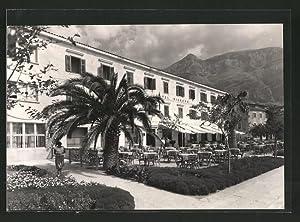 "Ansichtskarte Makarska, Partie am Hotel ""Biokovo"""