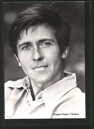 Ansichtskarte Schauspieler Klaus-Peter Thiele in einem Jeans-Hemd