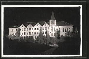 Ansichtskarte Levice, Gebäudeansicht bei Nacht