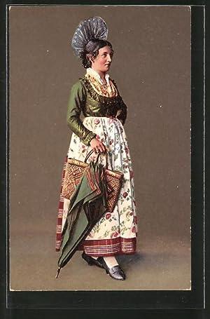 Ansichtskarte Schweiz, Frau in Jungferntracht mit Schirm