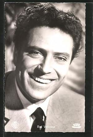 Ansichtskarte Schauspieler Raf Vallone im Anzug porträtiert