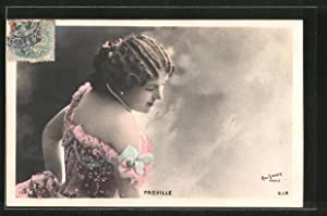 Foto-Ansichtskarte Atelier Reutlinger, Paris: Freville über Schulter