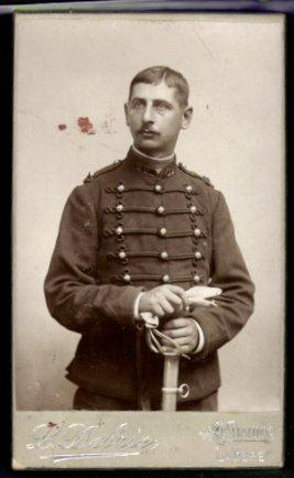 Photo L. Debrie, Chauny, Portrait französischer Husar Regiment 29 in Uniform avec Säbel