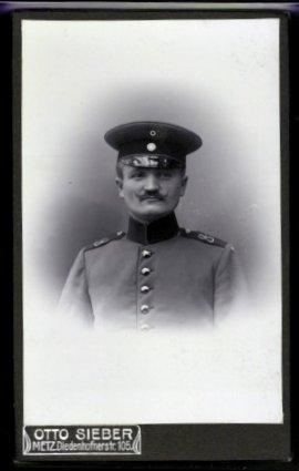 Photo Otto Sieber, Metz, Portrait deutscher Soldat in Uniform avec Schulterstück Regiment 8