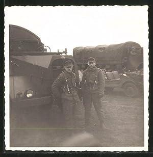 Fotografie LKW MAN, deutsche Soldaten vor Lastwagen,