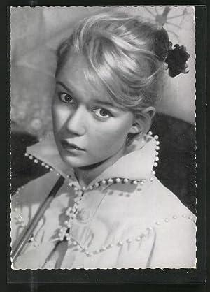 Ansichtskarte Marion Michael, Schauspielerin-Portrait mit Regenschirm