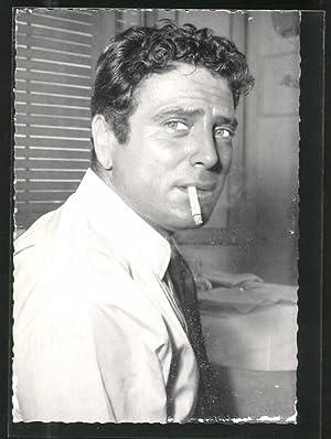 Ansichtskarte Schauspieler Raf Vallone mit Zigarette im