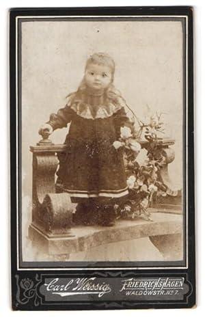 Fotografie Carl Weissig, Friedrichshagen, Portrait kleines Mädchen