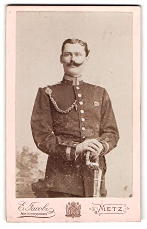 Photo E. Jacobi, Metz, Unteroffizier in Uniform avec Säbel et Kordel