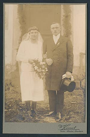 Fotografie W. Kornet, Bautzen, Portrait junges Brautpaar