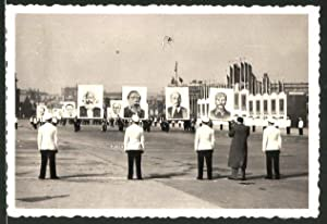 Fotografie DDR Propaganda, Portrait's von Lenin, Stalin